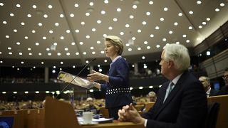 Kommissionspräsidentin Von der Leyen und Brexit-Chefunterhändler Barnier im EU-Parlament am Mittwoch