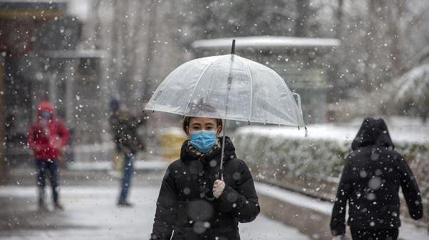 الصين: حصيلة وفيّات كورونا ترتفع إلى 304 بعد تسجيل 45 حالة وفاة جديدة