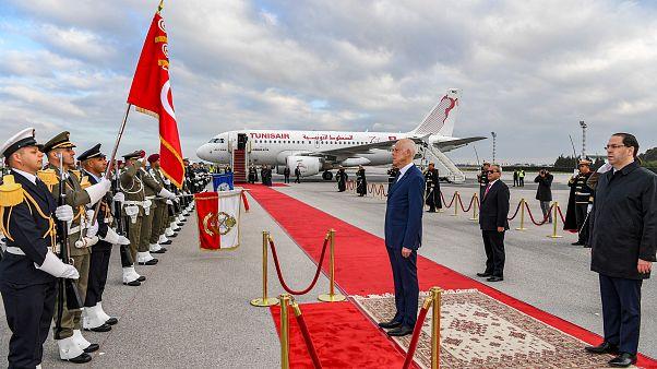 الرئيس التونسي يصل إلى الجزائر في أوّل زيارة رسمية له منذ توليه السلطة
