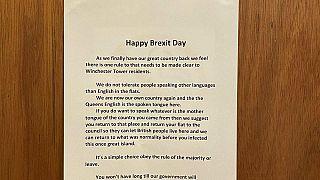 «برکسیت مبارک: اگر انگلیسی صحبت نمیکنید، از این ساختمان بروید»