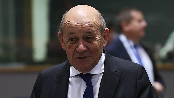 وزير الخارجية الفرنسي يؤيد مراجعة تاريخ الحرب بين بلاده والجزائر