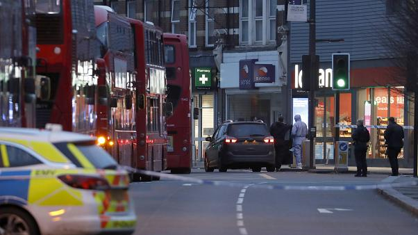 """Un hombre abatido tras apuñalar a varias personas en Londres en un """"ataque terrorista"""""""