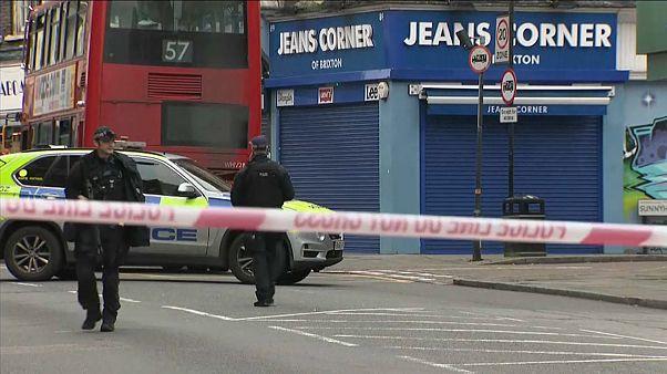 Теракт в Лондоне: ранены 3 человека, нападавший застрелен