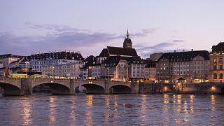 Frau um 7 Uhr morgens vor ihrer Haustür in Basel vergewaltigt