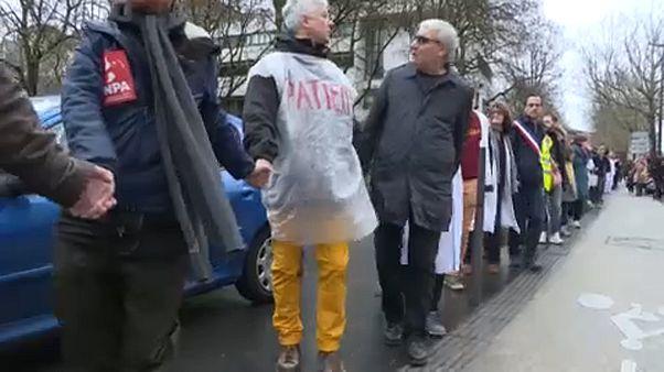 Mehr Geld für Gesundheit: Menschenkette soll Druck machen