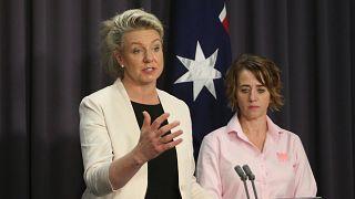 Üyesi olduğu derneğe 24 bin dolarlık yardım yaptığı ortaya çıkan Avustralyalı bakan istifa etti