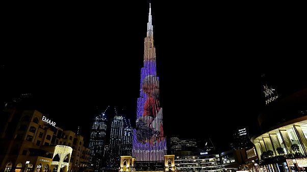 شاهد: برج خليفة يحيي ذكرى وفاة أسطورة كرة السلة الأمريكي براينت