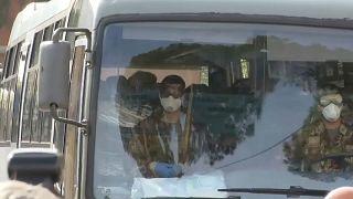 """Coronavirus, il rientro dei """"cinesi"""" italiani (ora in quarantena a Roma)"""