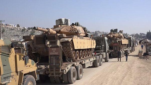 قافلة عسكرية تركية في مدينة سرمدا من محافظة إدلب في اتجاهها نحو جنوب المحافظة وفق شهود عيان. 2020/02/02