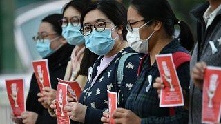 Koronavirüs: Hong Kong'da sağlık görevlileri Çin ile sınırların kapatılması için greve başladı