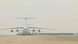 شاهد: المئات من جيش التحرير الشعبي في الصين يصلون ووهان لمكافحة فيروس كورونا