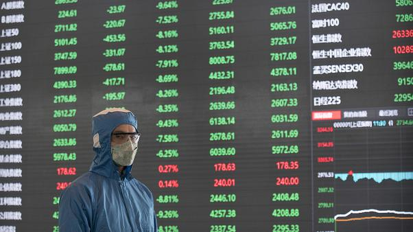 «Βουτιά» στα κινεζικά χρηματιστήρια
