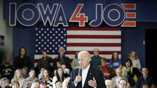 المرشح الديمقراطي جو بايدن خلال تجمع انتخابي في أيوا