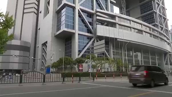 Коронавирус: торги на биржах Шанхая и Шэньчжэня открылись обвалом котировок