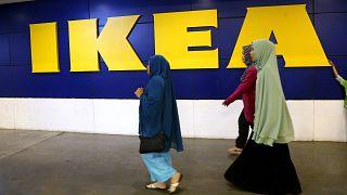 IKEA, başörtüsüne tepki gösteren müşterisine karşı Müslüman kadın çalışanını savundu