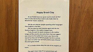"""Die Polizei in Norwich ermittelt wegen der """"Happy Brexit Day""""-Poster."""