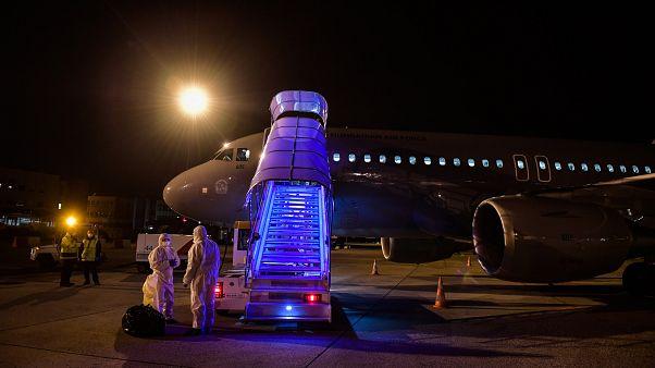 A Magyar Honvédség csapatszállító repülőgépe Ferihegyen