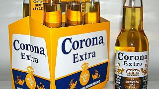 Azon röhög a fél internet, hogy egyesek szerint a Corona sörtől lehet elkapni a koronavírust