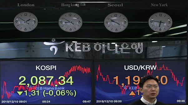 سایۀ کرونا بر جنگ تجاری؛ پکن آمریکا را به هراس افکنی در بازارهای مالی متهم کرد