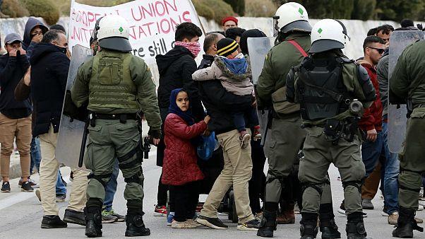 اعتراض مسالمتآمیز پناهجویان در جزیره لسبوس با خشونت شدید پلیس یونان مواجه شد