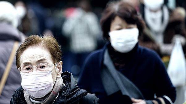 Çin'de son 24 saatte koronavirüsten 64 kişi hayatını kaybetti; dünyada toplam ölü sayısı 427'e çıktı