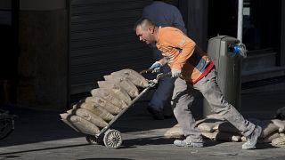 España destruye 244.000 empleos en enero