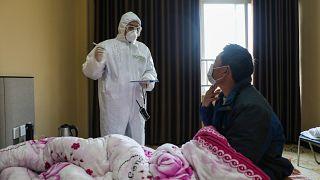 Koronavirüs sebebiyle babası karantinaya alınan Çinli engelli genç hayatını kaybetti