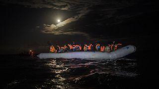 الهجرة غير الشرعية..إسبانيا تفكك شبكة تنشط في تهريب المهاجرين