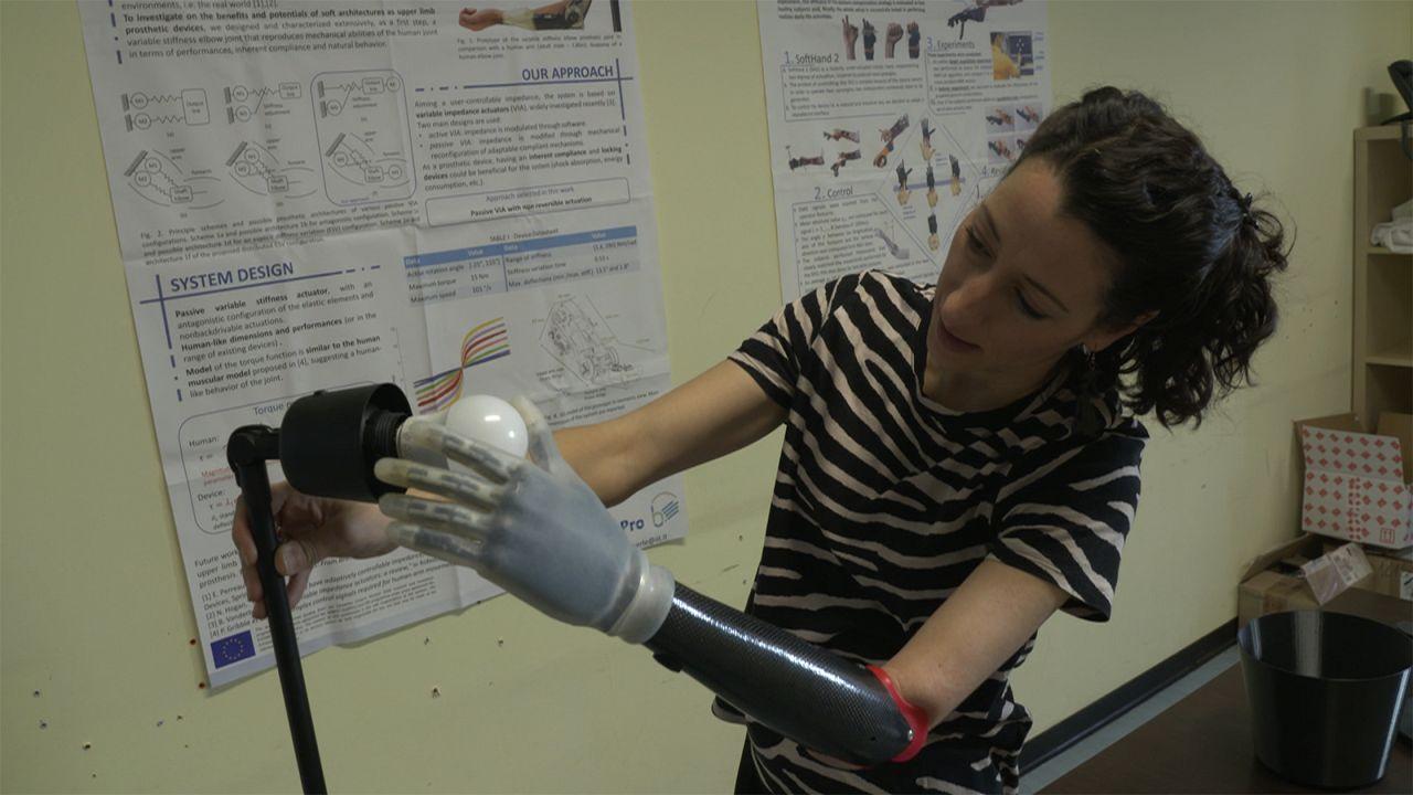 """Una mano robotica """"soft"""" per poter interagire con umanità"""