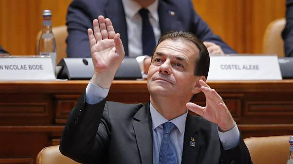 Megbuktatnák Romániában Ludovic Orban kormányát
