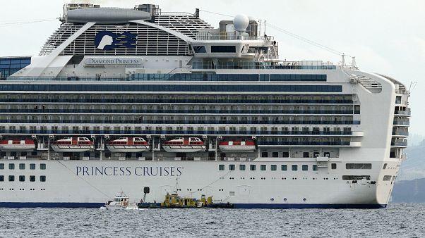 Το κρουαζιερόπλοιο  Diamond Princessπαραμένει αγκυροβολημένο στο λιμάνι Γιοκοχάμα της Ιαπωνίας