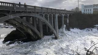 Százakat mentenek helikopterrel az árvízből Új-Zélandon
