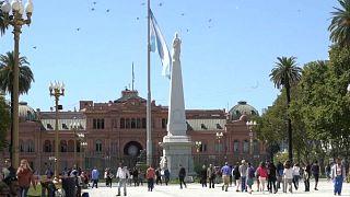 La provincia de Buenos Aires evita la cesación de pagos tirando de recursos