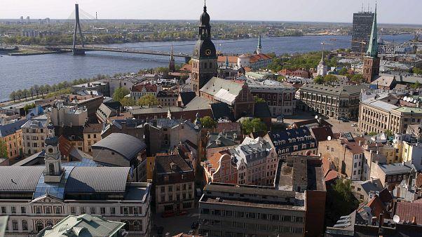شاهد: أطباء في لاتفيا يستأصلون ورما سرطانيا وزنه 15 كيلوغراما
