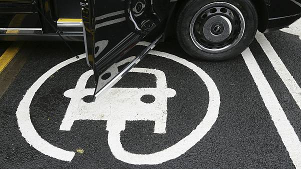 بریتانیا ممنوعیت فروش خودروهای غیرالکتریکی را ۵ سال جلو انداخت