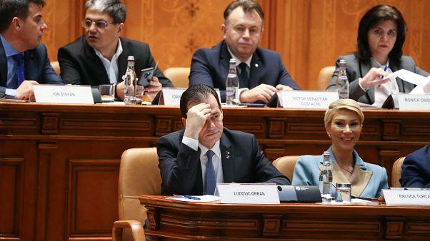 Ludovic Orban román miniszterelnök a kormánya ellen beterjesztett bizalmatlansági indítvány vitáján a bukaresti parlamentben 2020. február 5-én.
