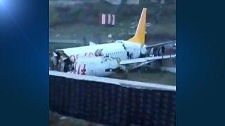 Κωνσταντινούπολη: Αεροπλάνο κόπηκε στα τρία κατά την προσγείωση