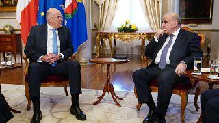 Ο υπουργός Εξωτερικών, Νίκος Δένδιας συνομιλεί με τον Πρόεδρο της Μάλτας George Vella