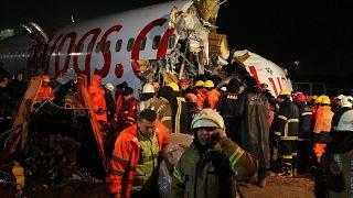 L'avion brisé en trois, à l'aéroport Sabiha Gökçen d'Istanbul, Turquie le 5 février 2020