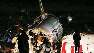 Самолет развалился на части в аэропорту Стамбула