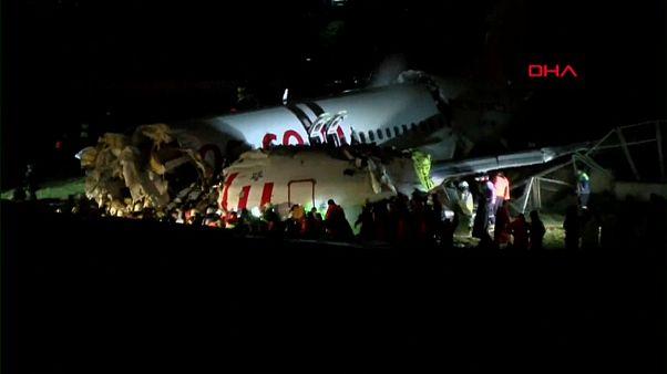 Um morto e 157 feridos em acidente aéreo na Turquia
