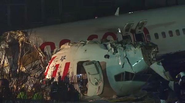 Kicsúszott egy gép a kifutóról Isztambulban, többen meghaltak