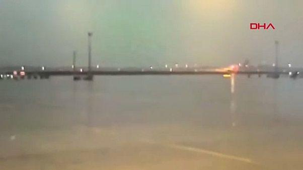 [NO COMMENT] Videó az isztambuli repülőgép-balesetről
