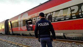 Поезд сошел с рельсов недалеко от Милана; есть жертвы