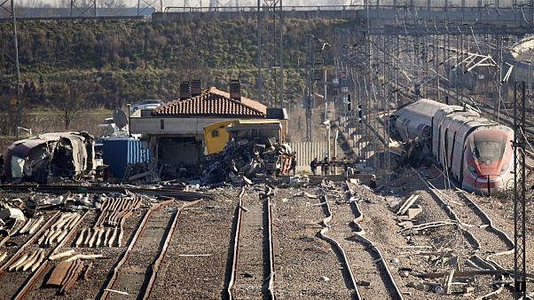 Le train à grande vitesse Milan-Salerne, après avoir déraillé le 6 février 2020, près de Lodi, dans le nord de l'Italie.