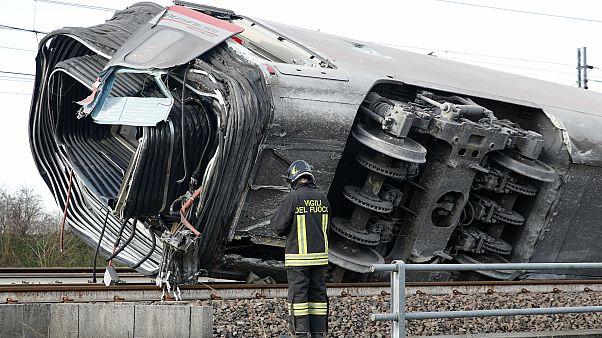 Yüksek hızlı tren İtalya'da raydan çıktı