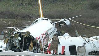 لحظة الهبوط الفاجع للطائرة في مطار صبيحة غوكجن في اسطنبول.