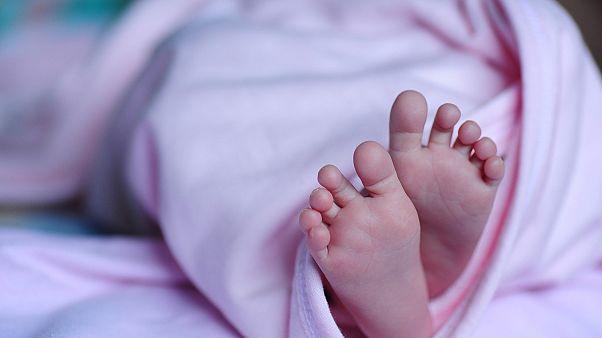 ابتلای یک نوزاد تازه متولد شده به کرونا؛ آیا ویروس از رحم منتقل میشود؟