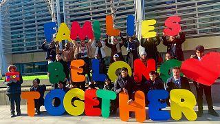 طومار ۷۵ هزار نفری در بریتانیا: کودکان پناهجو حق دارند با خانوادههایشان زندگی کنند