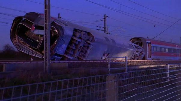 Schnellzug entgleist: Zwei Bahnmitarbeiter tot